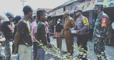 60 Pelanggar Prokes di Moilong Disanksi Pungut Sampah